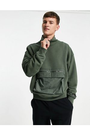 Levi's Levi's cargo utility pocket high neck sweatshirt in