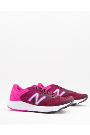 New Balance Running 520 V7 trainers in