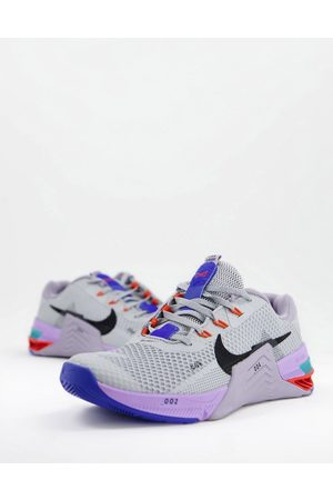 Nike Metcon 7 trainers in light