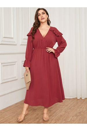 YOINS Plus Size V-neck Crossed Front Design Ruffle Trim Dress