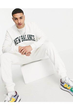 New Balance Men Sweatshirts - Collegiate sweatshirt in off and green
