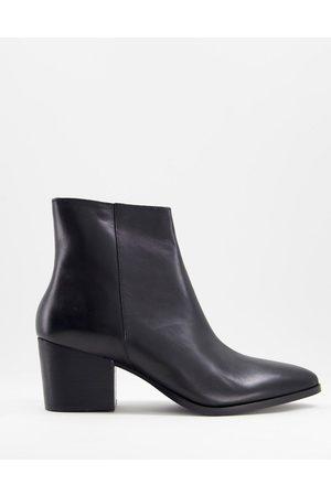 ASOS Heeled chelsea boots with pointed toe in leather