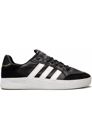 adidas Tyshawn Low sneakers
