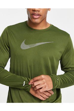 Nike Men Long Sleeve - Run Division Miler Flash long sleeve t-shirt in khaki
