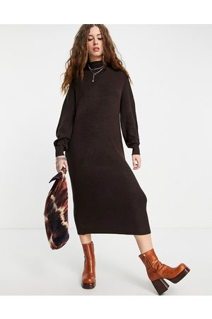 ONLY Maxi knitted dress in chocolate