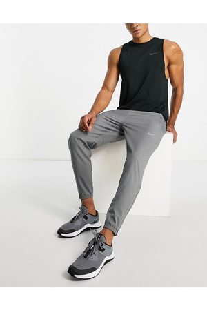 Nike Men Joggers - Challenger Dri-FIT woven joggers in