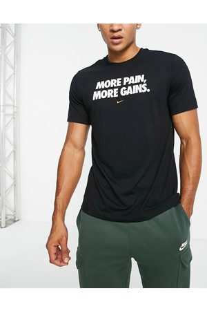 Nike Graphic t-shirt in