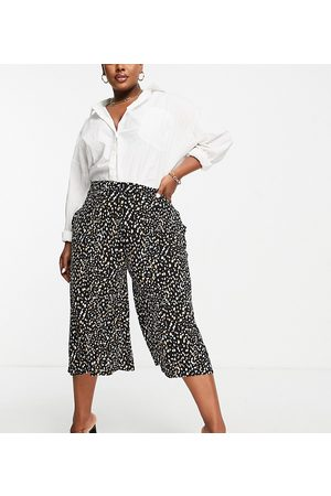 Yours Culottes in monochrome print