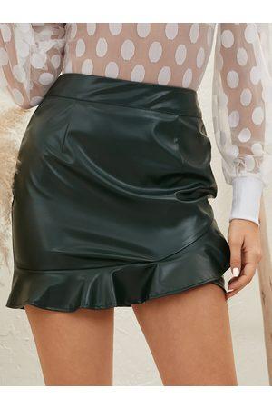 YOINS Faux Leather Ruffle Hem Mini Skirt