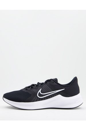 Nike Downshifter 11 trainer in and white