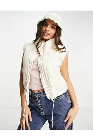 Monki Quilted gilet in -Neutral
