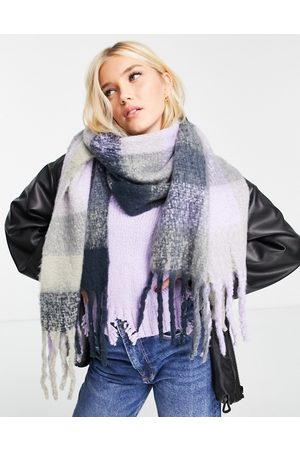 Pieces Oversized soft scarf in purple check-Multi